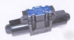 D05 hydraulic solenoid valve 4 way 3 position