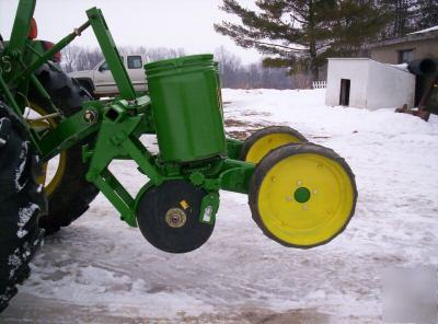 John deere 71 two row planter